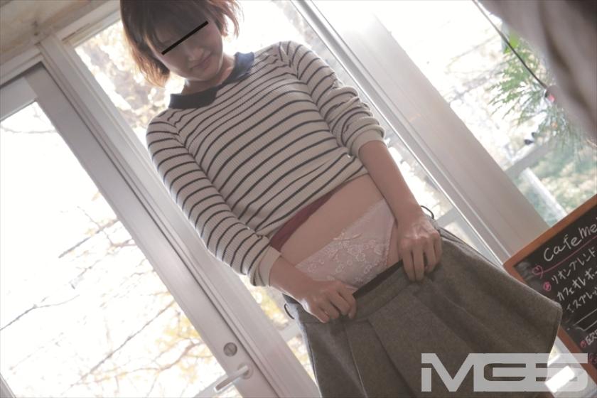 撮影場所は渋谷の某カフェ!ナンパした現役女子大生を店内で全裸にさせたらSEXまでできるか!?