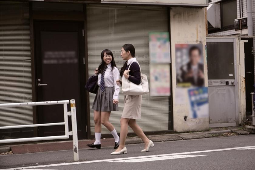 痴漢されている生徒を守りきれなかった女教師も巻き込んで重ねハメ強姦