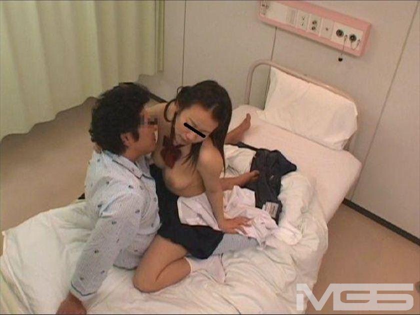 フェラだけして帰る欲求不満のお見舞い娘は入院中の彼氏の隣で犯されながらイキまくる の画像9