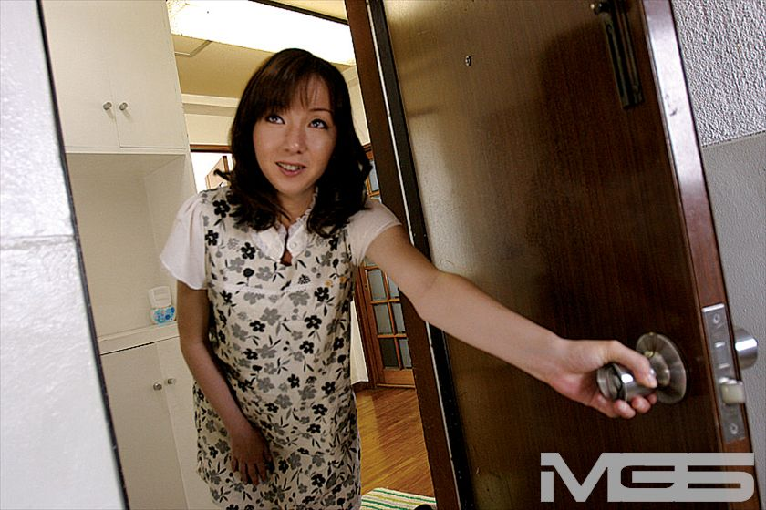 自宅撮影 庶民派スケベ妻 千香33才 の画像12