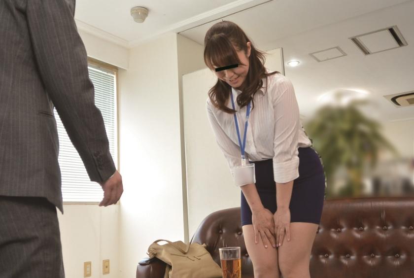 ニセ就職面接でセックスレスな妻を騙して他人棒を… S.A 42歳 芹沢あづさのサンプル画像11