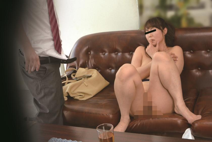 ニセ就職面接でセックスレスな妻を騙して他人棒を… S.A 42歳 芹沢あづさのサンプル画像15