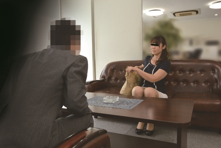 ニセ就職面接でセックスレスな妻を騙して他人棒を… S.A 42歳 芹沢あづさのサンプル画像3