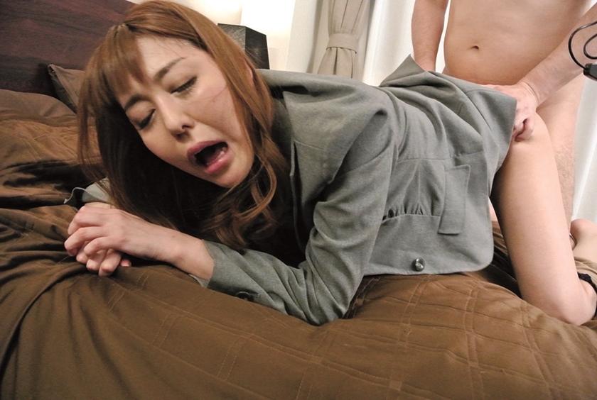 高慢パワハラなムチムチ女上司の弱みを握ってセクハラからのSEXができちゃう方法とは 朝桐光