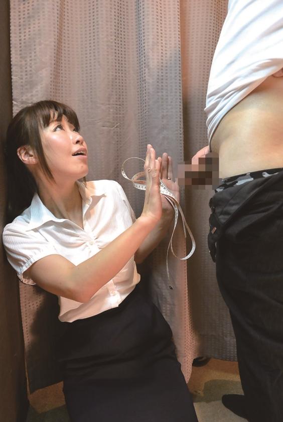 試着室で熟女店員にチ●ポ出して裾上げをお願いしたら 5 さくらい麻乃 磯山恵 森下美緒 内山晴美 矢田紀子のサンプル画像8