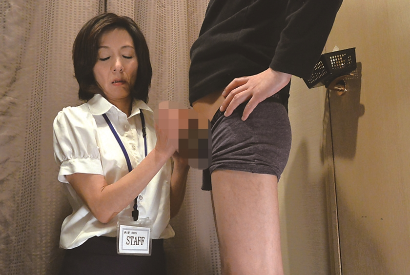試着室で熟女店員にチ●ポ出して裾上げをお願いしたら 5 さくらい麻乃 磯山恵 森下美緒 内山晴美 矢田紀子のサンプル画像10