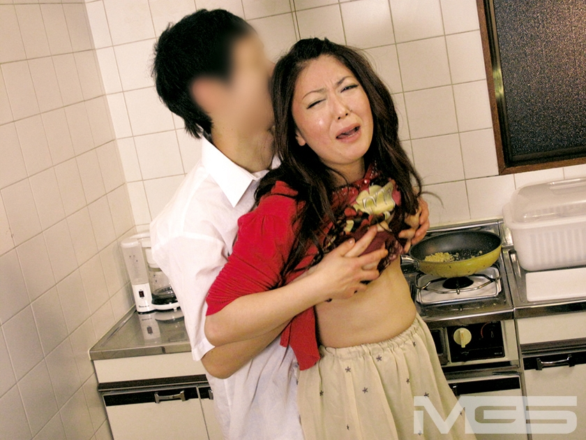 息子の目の前で… 犯されイカされた母のサンプル画像5