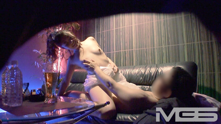 風俗激戦区の客取り合戦 VIP客の無理なお願いも渋々聞いてくれるセクキャバ嬢たち 2 の画像7