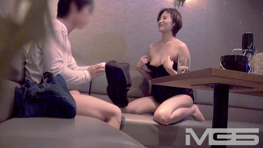 風俗激戦区の客取り合戦 VIP客の無理なお願いも渋々聞いてくれるセクキャバ嬢たち 2 の画像5