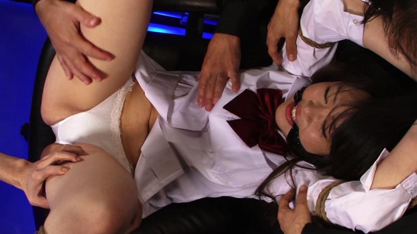 剃毛された秘唇を弄ばれて痙攣する淫肉少女0