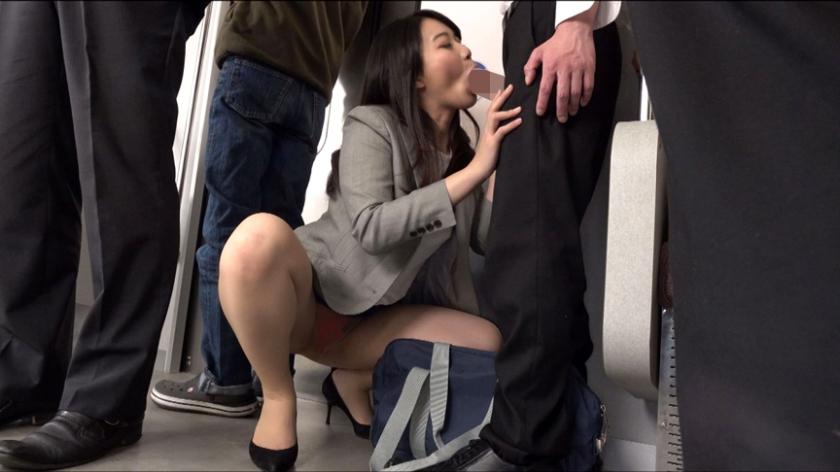 永遠に終わらない乳首責めと暴発必至な濃厚フェラ、デカ尻顔面騎乗に手を一切使ってくれない足コキ。更には射精してもやめてくれない追撃手コキで男潮を噴射させられ、ねっとりスローピストンの騎乗位で徹底的に射精管理教育してくるムッツリスケベの清楚系新米痴女教師 あゆみ莉花 あゆみ莉花のサンプル画像5