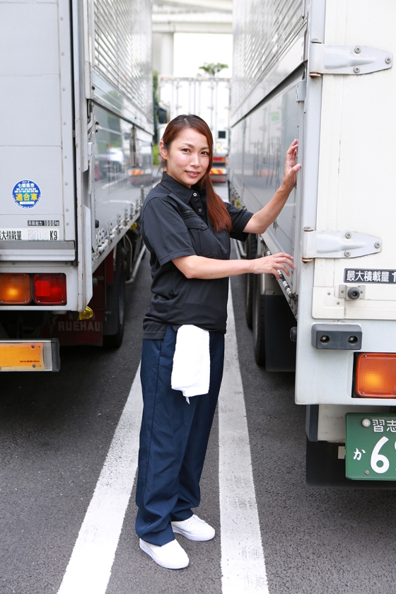 実は美人が多い女性トラック運転手を性感マッサージでとことんイカせてみた (2)