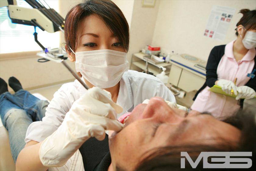 おっぱいを押しつけてくる歯科助手はヤラせてくれるのか? 3