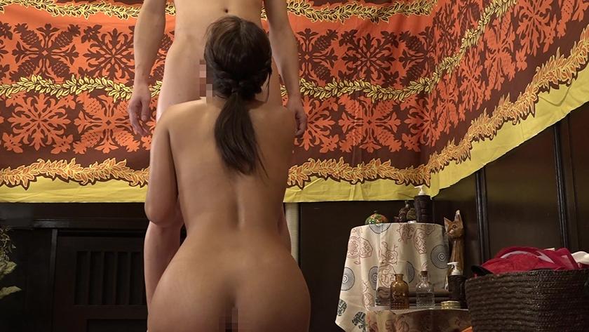 タイ古式マッサージ店でスタイル抜群のタイ人姉妹に勃起を見せつけてSEX1