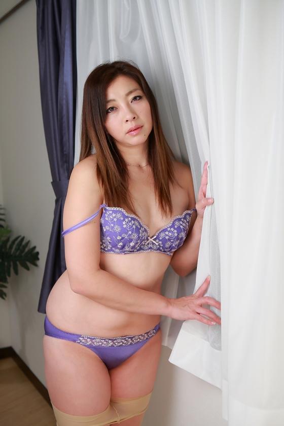 日本の人妻12人~夫以外のチンポでイキまくる妻たち13
