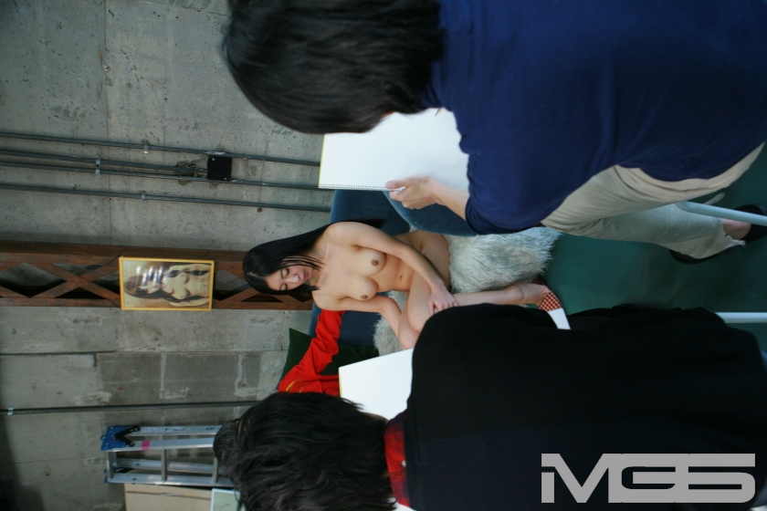 密着!現役女子大生19歳がヌードデッサンモデル初体験 ~見られる事に興奮して発情するマ●コ の画像2