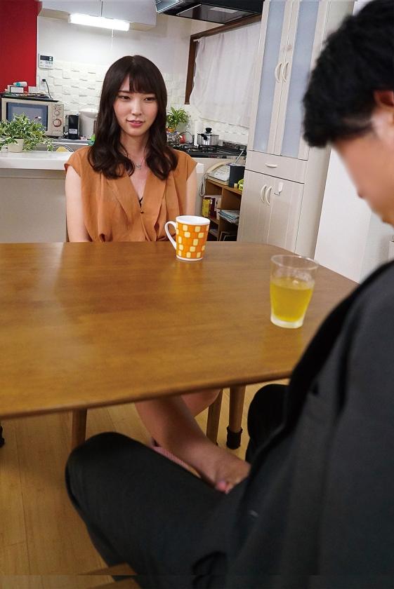 部長の嫁に誘惑されて 竹内夏希のサンプル画像1