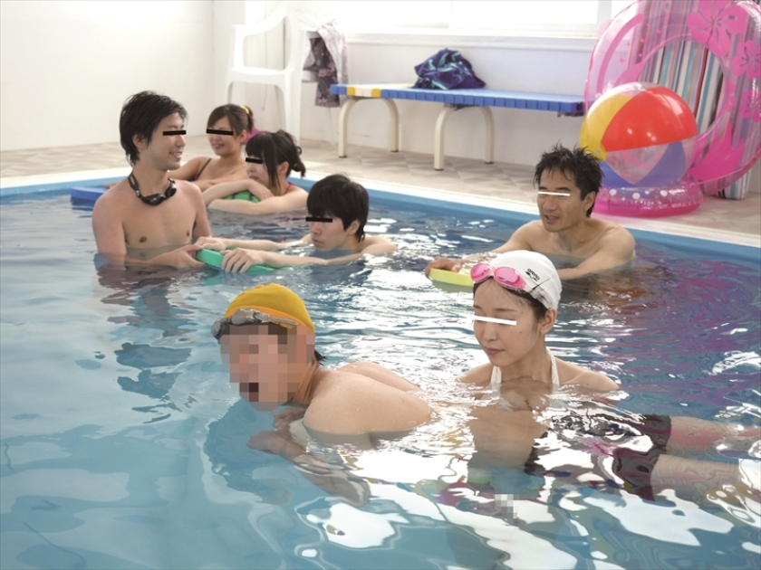 母親と息子が水中でこっそり近親相姦ゲーム の画像12