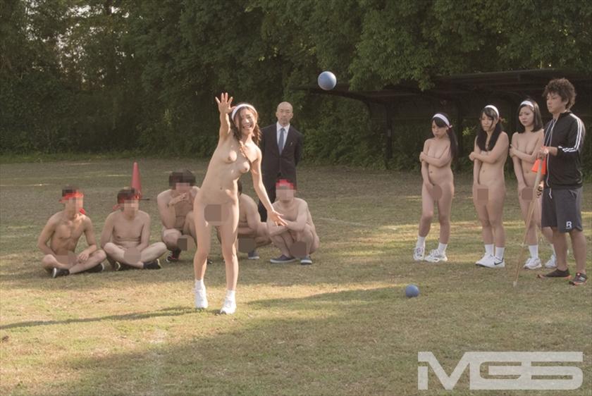 羞恥!青少年男女混合全裸体力測定 の画像1