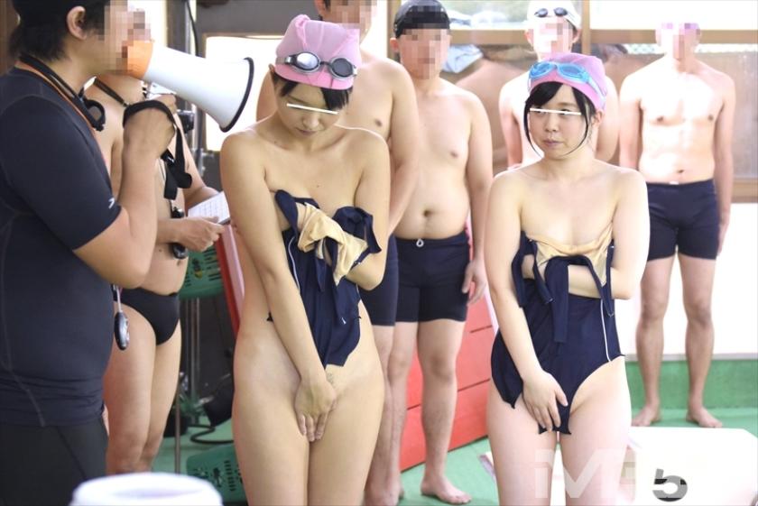 羞恥!水泳教室に通う●学生のスクール水着が水に溶けて10人全員素っ裸!!プールに入った瞬間、スク水が溶けて突然の全裸露出! の画像8