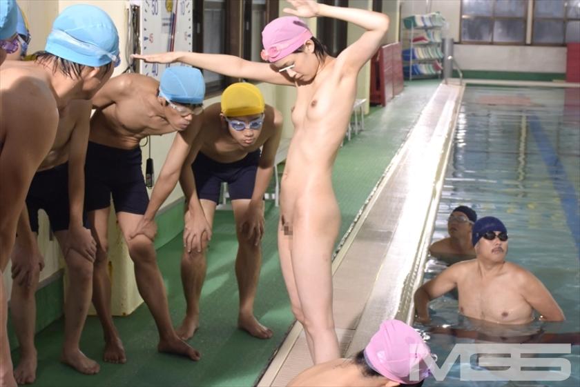 羞恥!水泳教室に通う●学生のスクール水着が水に溶けて10人全員素っ裸!!プールに入った瞬間、スク水が溶けて突然の全裸露出! の画像6