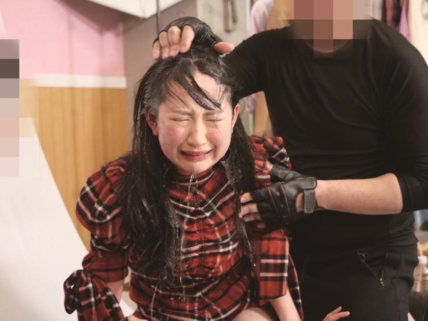 すっぴんレ〇プ働く女のメイクを落として「抵抗したらすっぴん顔をネットにさらす」と脅してレ〇プ 七海ゆあ 平花 神坂ひなののサンプル画像9