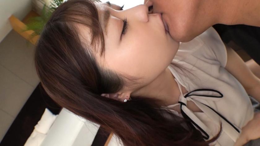【初撮り】【恋愛体質】【踊るお尻】愛に飢えている独身女は、優しいキスに表情を蕩けさせる。激しいピストンに声を荒げ、男根にまとわりつくほどの.. ネットでAV応募→AV体験撮影 1332_pic0