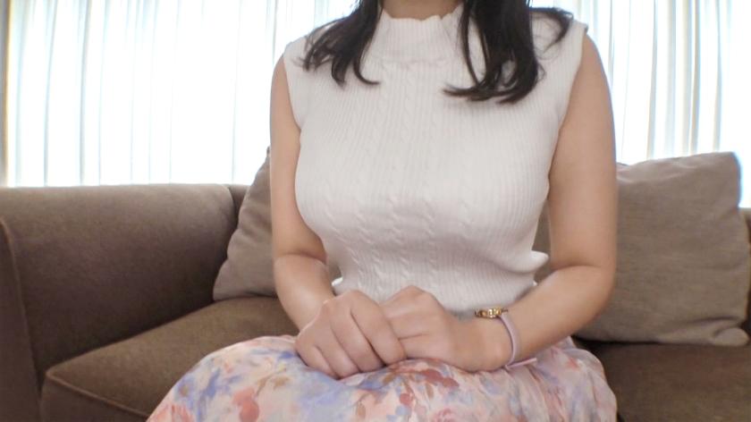 【初撮り】【釣り鐘型の暴れ乳】【変態女教師】現役小学校教諭の裏の顔。「旦那のために」と語っていた彼女だったが自らも望んでいたように美乳を暴れさせ… 応募素人、初AV撮影 168[サムネイム01]