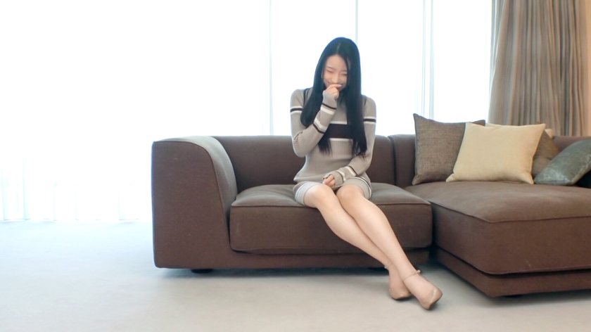【初撮り】【騎乗位で魅せる快感勝負】【流麗なシルエットに..】長い脚と綺麗な黒髪を伸ばしたスレンダー美女。柔らかい腰のラインが魅力的な彼女は、いやらしい姿をベッドの上で披露して.. ネットでAV応募→AV体験撮影 1487-エロ画像-2枚目