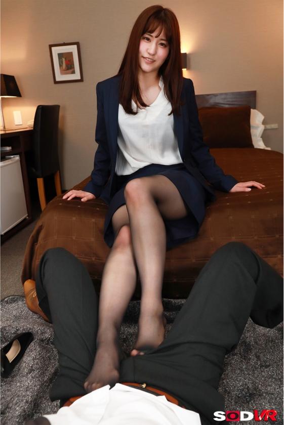 【VR】仕事のデキる女部下のスーツの下はただの変態女!仕組まれた逃げられない相部屋で朝まで性欲が満たされるまでヤラされ続けた! 吉永このみのサンプル画像1