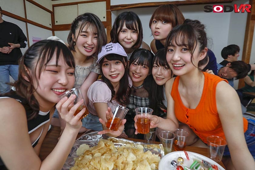 【VR】【今年最大級大乱交VR】ヤリサー合宿旅行 12名の女子大生と4時間30分ハメざかりSPのサンプル画像1