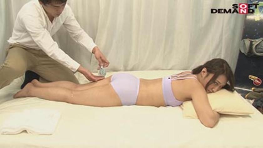 「カップル限定」マジックミラー号の中で、自慢の彼女を「寝とって」真正中出し! ユミさん(25)ガス会社受付のサンプル画像3