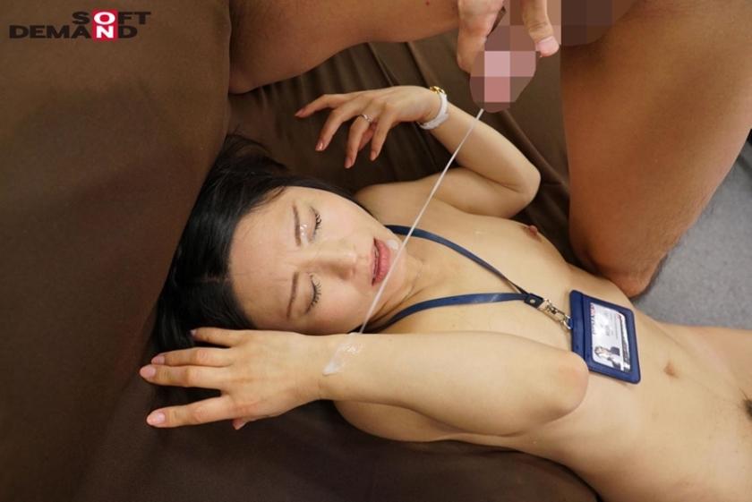 SOD女子社員 中途入社宣伝部2年目 綾瀬麻衣子 47歳 薄型コンドームの強度検証で業務中にゴムが破ける程に腰砕け超ピストン!会社フロアに撒き散らす大量ハメ潮吹き!!のサンプル画像17