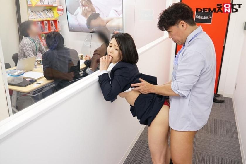 SOD女子社員 中途入社宣伝部2年目 綾瀬麻衣子 47歳 薄型コンドームの強度検証で業務中にゴムが破ける程に腰砕け超ピストン!会社フロアに撒き散らす大量ハメ潮吹き!!のサンプル画像7