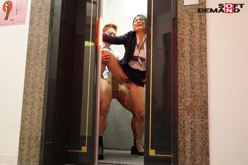 SOD女子社員 中途入社宣伝部2年目 綾瀬麻衣子 47歳 薄型コンドームの強度検証で業務中にゴムが破ける程に腰砕け超ピストン!会社フロアに撒き散らす大量ハメ潮吹き!!のサンプル画像8