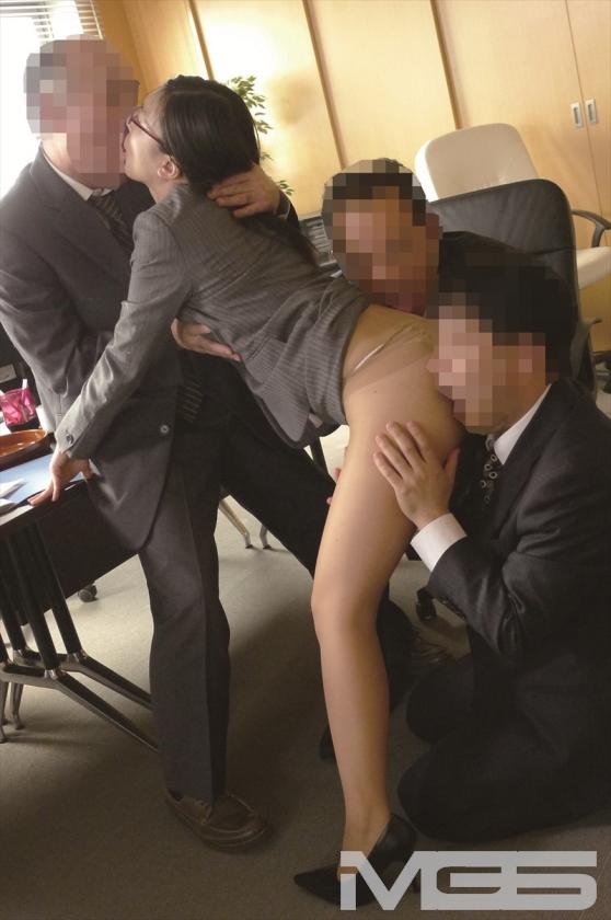 古川いおり 本気汁をじっくり味わう中年男の変態セックスに溺れる の画像3
