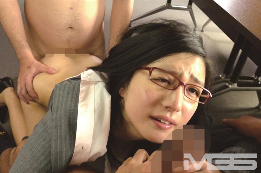 古川いおり 本気汁をじっくり味わう中年男の変態セックスに溺れる の画像2
