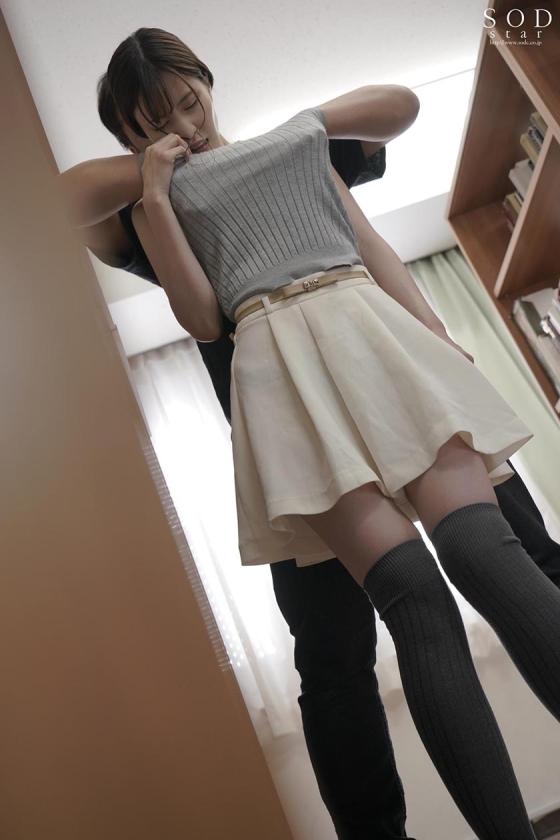 衣服潜り込み痴〇 完全着衣潜入アングル 和久井まりあのサンプル画像15
