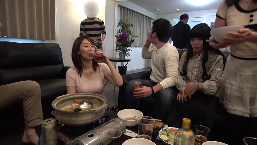 鍋パNTR 【悲報】妻が近所のママ友達と忘年会も兼ねて近所のレンタルルームに行った時我が家のカメラで撮られた動画です… 翔田千里