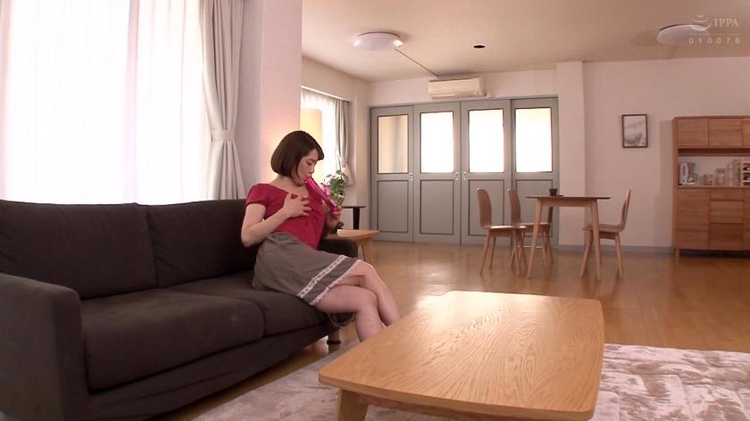 夫とは違う濃厚な性交。 性欲が抑えきれない隣人妻 嶋崎かすみ