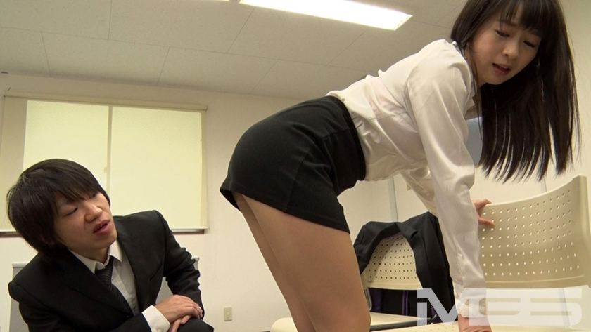 就活女性のタイトスカート越しのデカ尻に釘漬け! 面接官が内定を条件にセクハラしたら敏感に反応! 疲れを吹っ飛ばすほどのドカ突きバックで何度も絶頂! 佐々木あき 若槻みづな 羽月希 青木かなみ の画像5