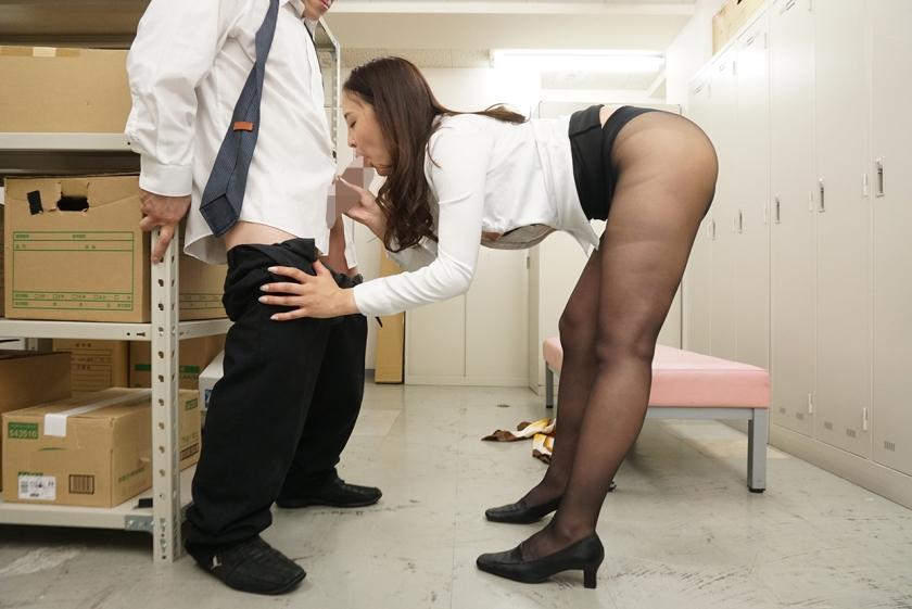 パンストを脱ぎかけた女上司の無防備な後ろ姿に超勃起! SP ガマンできずにそのまま一発!履かせてもう一発!! 望月りさ 大浦真奈美 杉咲しずか 七瀬もな 黒宮えいみ5