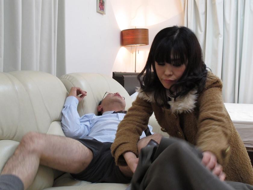 働く人妻・熟女ナンパ!~色気ムンムン美熟女が浮気セックスに興奮して乱れまくる! 4時間10人21